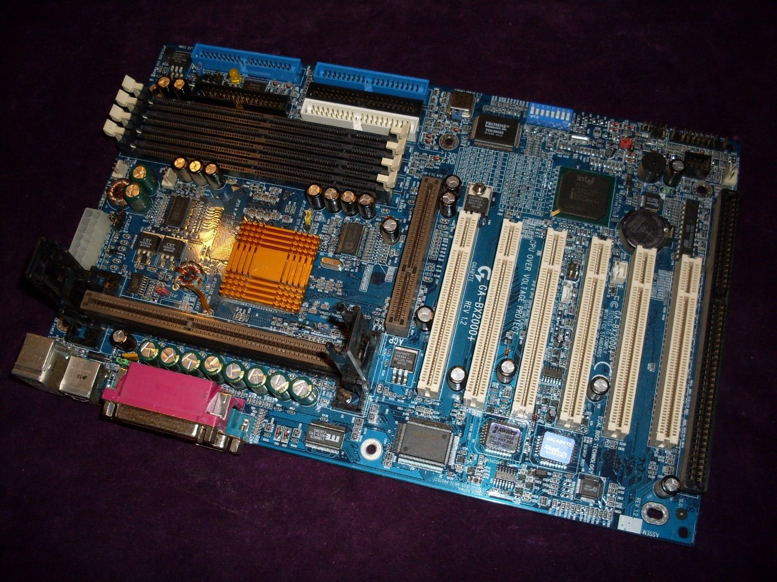GigaByte GA-BX2000+ ATX SLOT1 motherboard with Dual BIOS tested