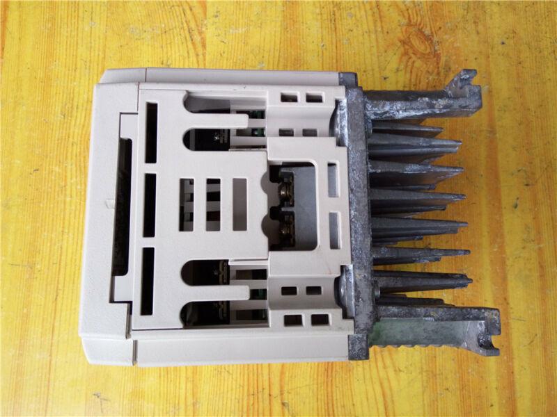 ONE USED Yaskawa servo motor SGMAS-01ACA61 tested