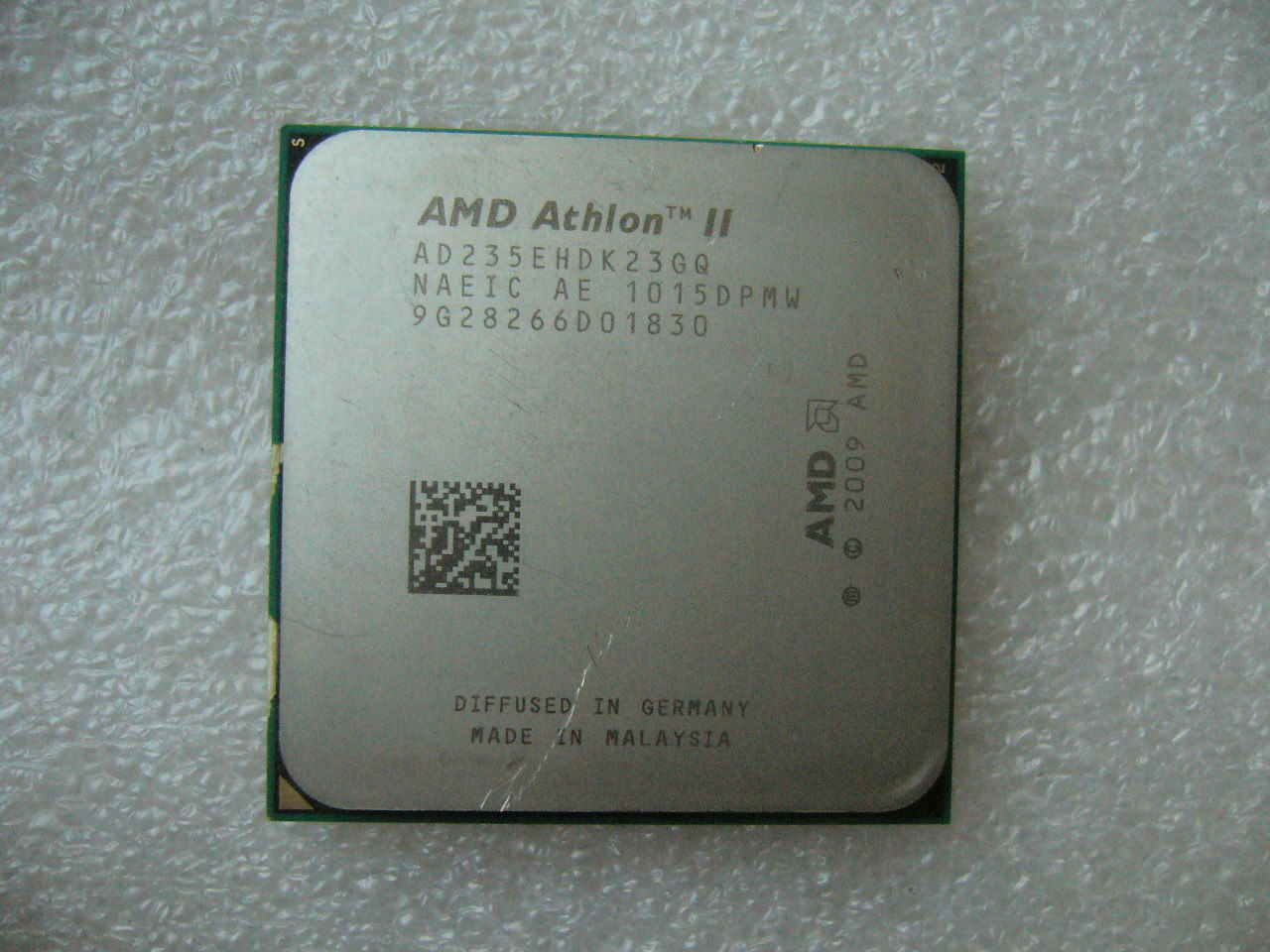 QTY 1x AMD Athlon II X2 235e 2.7 GHz Dual-Core (AD235EHDK23GQ) CPU AM3 45W