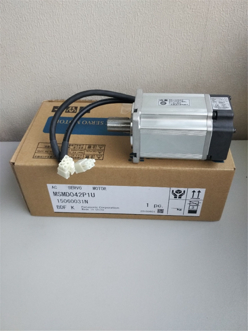 100% NEW PANASONIC AC Servo motor MSMD042P1U in box