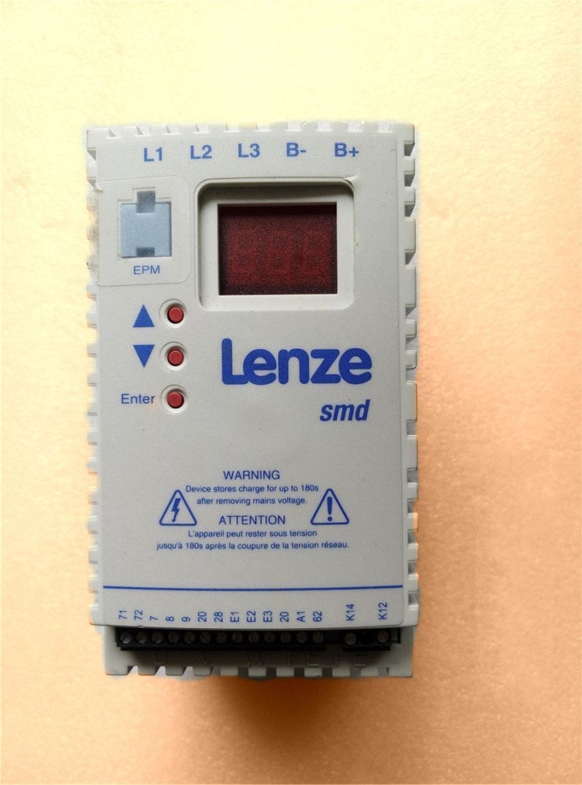 Lenze frequency converter 1.1KW 380V ESMD112L4TXA in new box